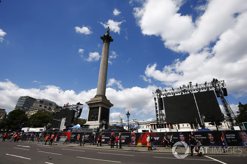 Trafalgar Square hosts the F1 Live street demonstration event
