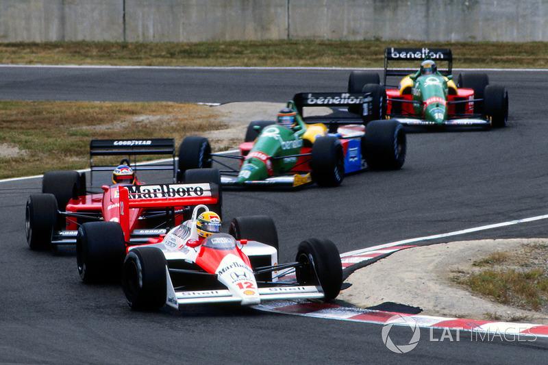 10. En Suzuka, el día de su título, Senna salía desde la pole, pero su coche se caló en la salida. El piloto pudo arrancar porque la recta del trazado nipón era la única de la temporada en cuesta abajo, y eso permitió avanzar al McLaren. Senna cayó a la 14ª posición, pero rápidamente ganó seis posiciones en la primera vuelta. En la 4, ya ocupaba el cuarto puesto. Y, en la 27, era primero.