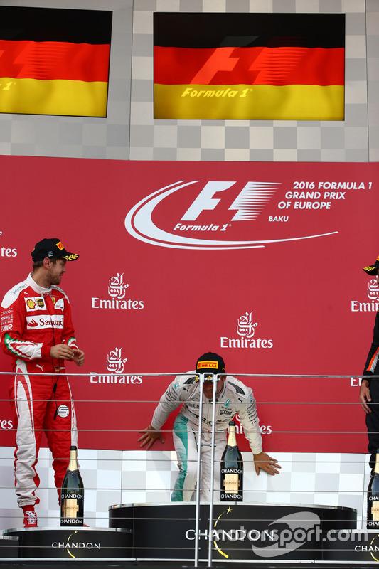 Podio: ganador de la carrera Nico Rosberg, Mercedes AMG Petronas F1 W07