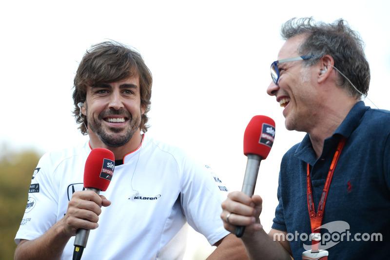 (L to R): Fernando Alonso, McLaren with Jacques Villeneuve