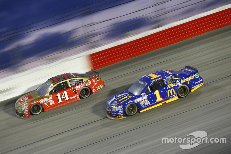 Tony Stewart, Stewart-Haas Racing, Jamie McMurray, Chip Ganassi Racing Chevrolet