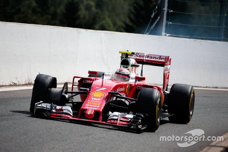 Kimi Raikkonen, Ferrari SF16-H patlak lastik ile