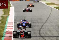 Кевин Магнуссен, Haas F1 VF-17, Карлос Сайнс-мл., Scuderia Toro Rosso STR12, Ромен Грожан, Haas F1 VF-17