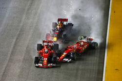 Kimi Raikkonen, Ferrari SF70H collides, Sebastian Vettel, Ferrari SF70H and Max Verstappen, Red Bull Racing RB13