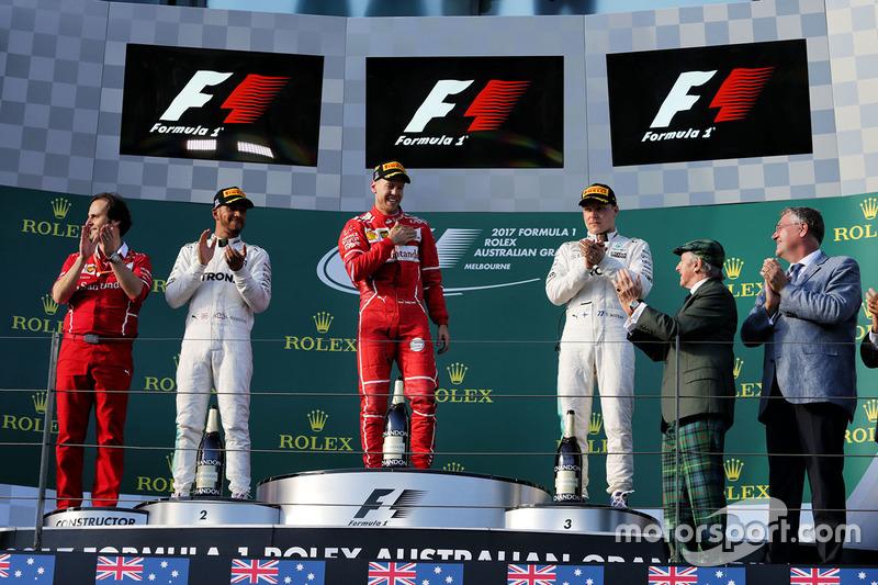 Podio: Sebastian Vettel, Ferrari, Lewis Hamilton, Mercedes AMG F1, Valtteri Bottas, Mercedes AMG F1, Sir Jackie Stewart