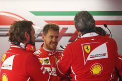 Sebastian Vettel, Ferrari, Maurizio Arrivabene, Team Principal Ferrari
