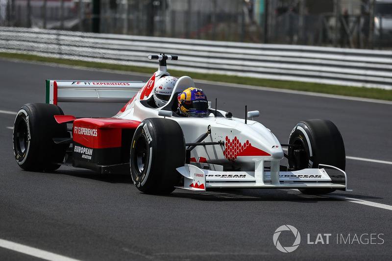 """<img src=""""https://cdn-4.motorsport.com/static/img/cfp/0/0/0/0/14/s3/austria-2.jpg"""" alt="""""""" width=""""20"""" height=""""12"""" />Патрик Фризахер"""