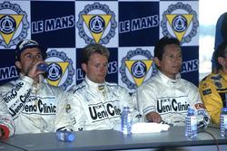 Les vainqueurs J.J. Lehto, Yannick Dalmas, Masanori Sekiya