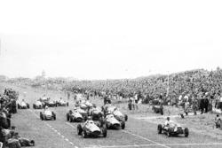 Alberto Ascari, Ferrari 500 and Mike Hawthorn, Cooper T20-Bristol, lead at the start