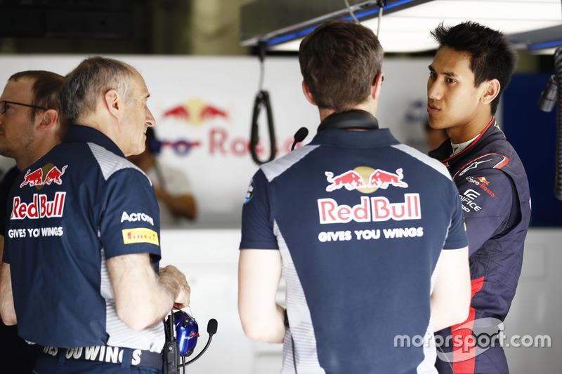 Руководитель команды Scuderia Toro Rosso Франц Тост и пилот Шон Гелаэль