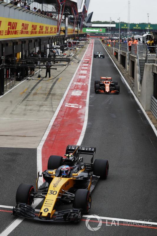 Jolyon Palmer, Renault Sport F1 Team RS17, Stoffel Vandoorne, McLaren MCL32 y Lewis Hamilton, Merced