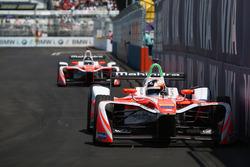 Felix Rosenqvist, Mahindra Racing, leads Nick Heidfeld, Mahindra Racing