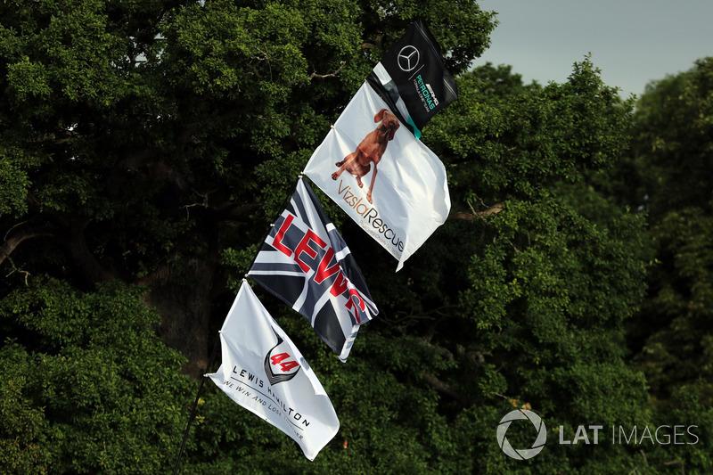 Banderas de apoyo para Lewis Hamilton, Mercedes AMG F1