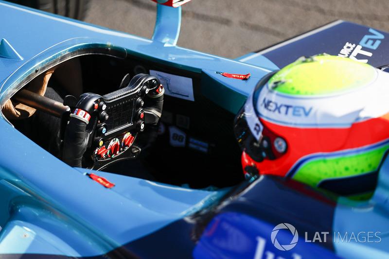 Oliver Turvey, NEXTEV TCR Formula E Team, con su coche