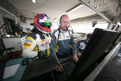#98 Rowe Racing, BMW M6 GT3: Markus Palttala with his engineer