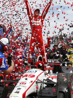 Sébastien Bourdais, Dale Coyne Racing Honda, celebrates his win