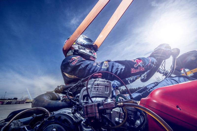 Гонщик Scuderia Toro Rosso Карлос Сайнс-мл. во время тренировки