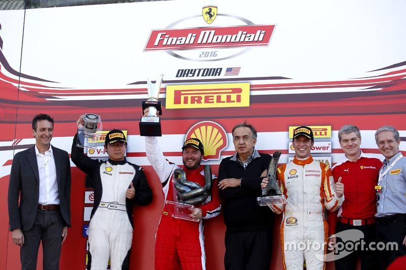 Podium: Ganador, Carlos Kauffmann, Ferrari de Fort Lauderdale; segundo, Wei Lu, Ferrari of Vancouver; tercero, Marcello Puglisi, Rossocorsa con Sergio Marchionne, Presidente Ferrari