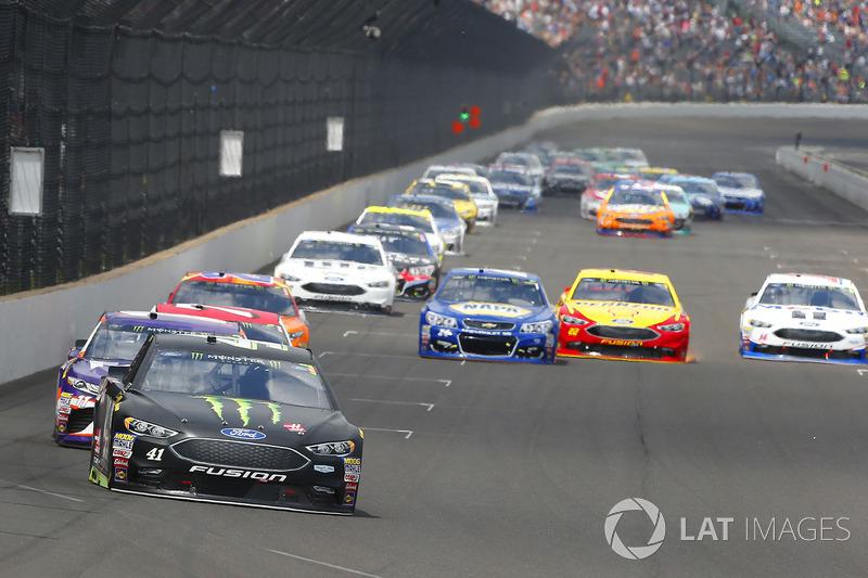 Kurt Busch, Stewart-Haas Racing Ford, Stewart-Haas Racing, Ford Fusion, Denny Hamlin, Joe Gibbs Raci