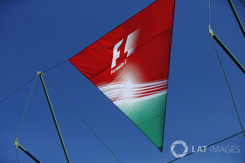 Прапор Ф1 у національних кольорах Угорщини