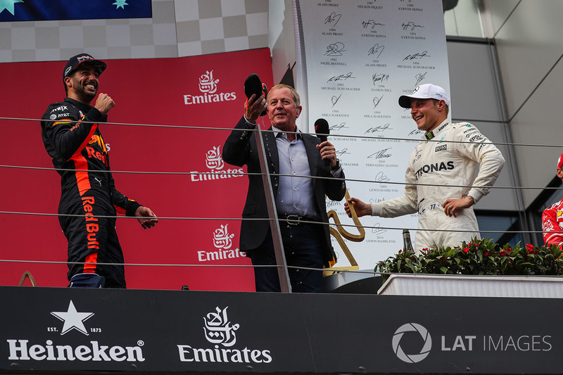 Podium: race winner Valtteri Bottas, Mercedes AMG F1, third place Daniel Ricciardo, Red Bull Racing, Martin Brundle, Sky TV