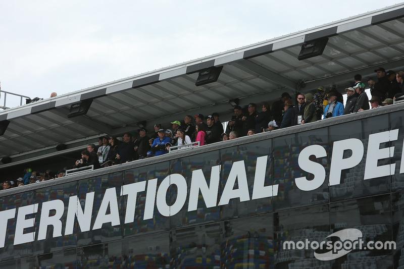 Toeschouwers in de Daytona 500 Club