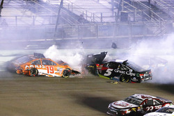 Карл Эдвардс, Joe Gibbs Racing Toyota, Hendrick Motorsports Chevrolet, авария