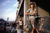 Нина Риндт ожидает проезда по трассе своего мужа. Йохен Риндт погиб в повороте Parabolica спустя мгоновения после того, как был сделан этот снимок