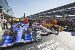Winner Will Power, Team Penske Chevrolet, second place Scott Dixon, Chip Ganassi Racing Honda, third place Ryan Hunter-Reay, Andretti Autosport Honda