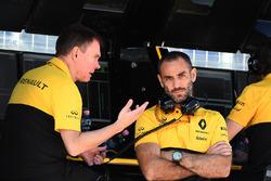 Alan Permane, Ingegnere di pista Renault Sport F1 Team, Cyril Abiteboul, Managing Director Renault Sport F1