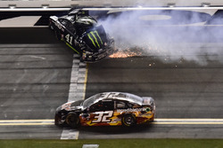 Kurt Busch, Stewart-Haas Racing Ford, crashes