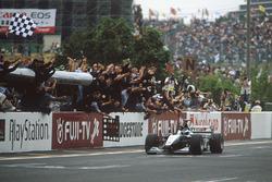 Mika Hakkinen, McLaren Mercedes take the win and World Championship