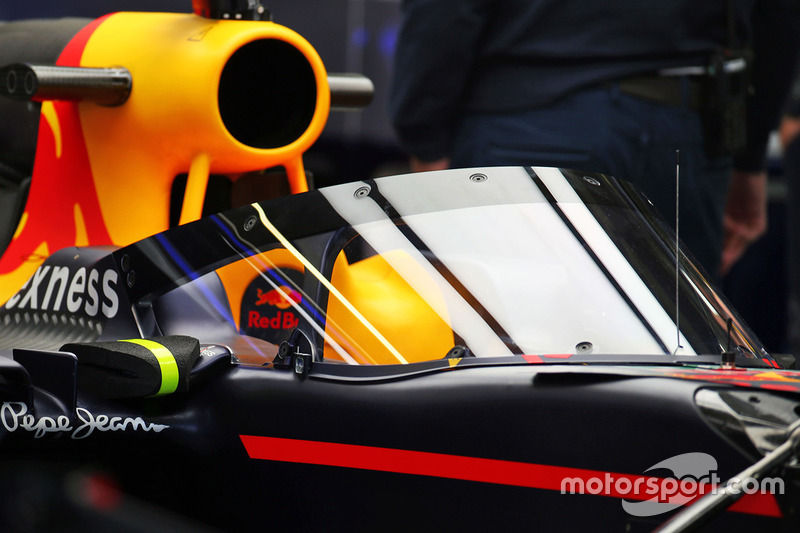 Red Bull Racing RB12, mit Cockpitschutz