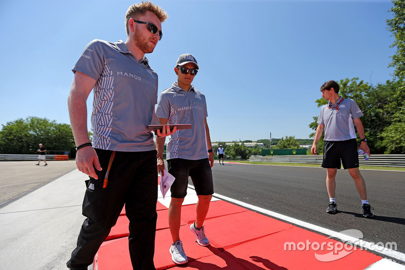 Rio Haryanto, Manor Racing walks the circuit with the team