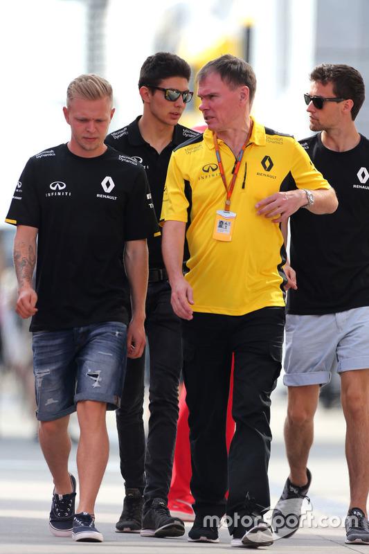Kevin Magnussen, Renault Sport F1 Team; Alan Permane, Renault Sport F1 Team