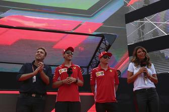 Sebastian Vettel, Ferrari et Kimi Raikkonen, Ferrari sur scène dans la Fan Zone avec Davide Valsecchiet Federica Masolin. présentateurs Sky Italia