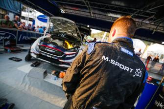M-Sport takım elemanı