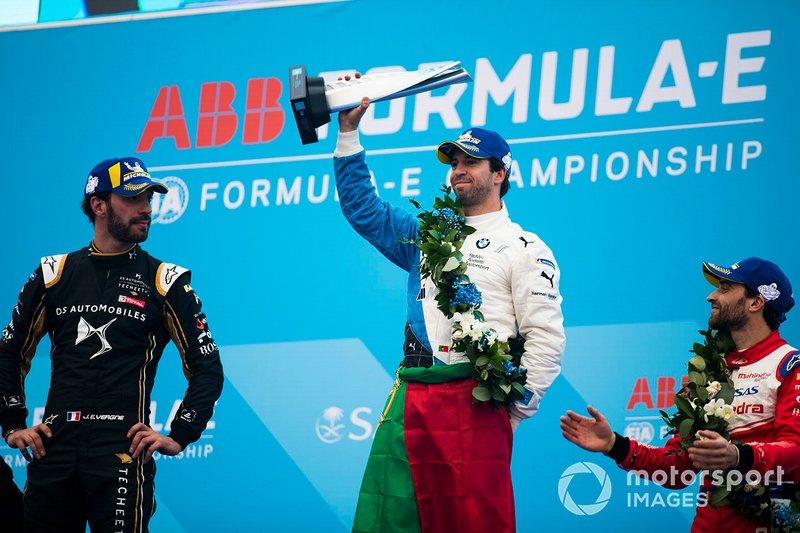 Il vincitore Antonio Felix da Costa, BMW I Andretti Motorsports con il secondo classificato Jean-Eric Vergne, DS TECHEETAH, e il terzo classificato Jérôme d'Ambrosio, Mahindra Racing