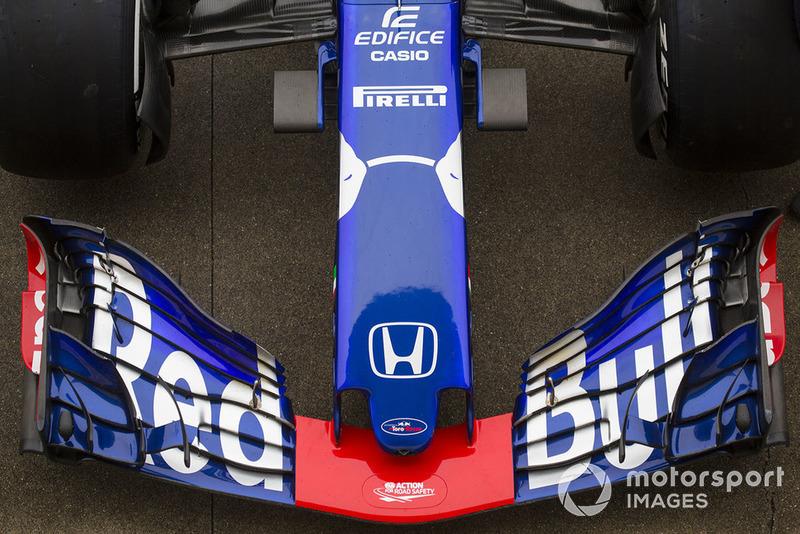 Scuderia Toro Rosso STR13 muso e ala anteriore