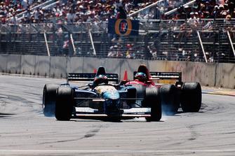 Kollision: Michael Schumacher, Benetton B195; Jean Alesi, Ferrari 412T2