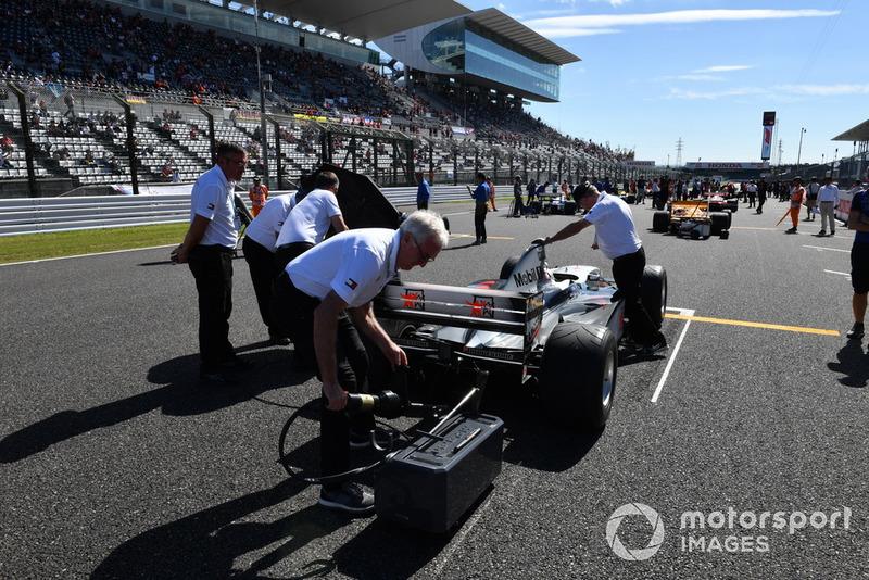 McLaren MP4-13 lors des Legends F1 30th Anniversary Lap Demonstration