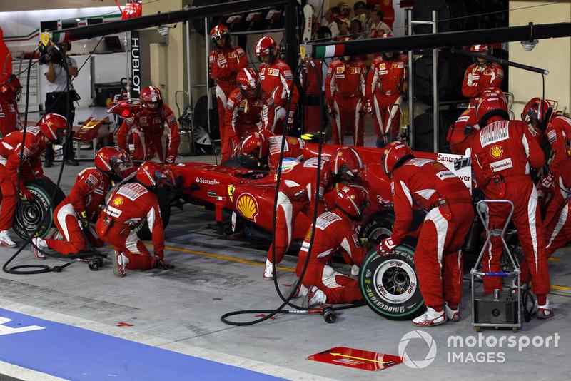 В Ferrari считали именно Марка главным конкурентом Алонсо, и потому тут же отреагировали: совсем скоро в боксах побывал и Фернандо. И это решение стало одним из самых провальных за всю историю Скудерии