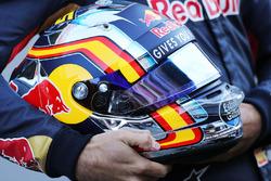 De helm van Carlos Sainz Jr., Scuderia Toro Rosso