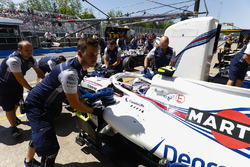 Sergey Sirotkin, Williams FW41, is returned to the garage