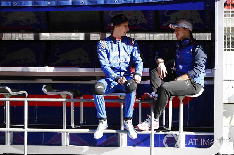 Pierre Gasly, Scuderia Toro Rosso, talks to Brendon Hartley, Scuderia Toro Rosso