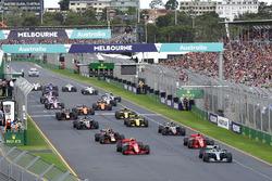 Старт гонки: лидирует Льюис Хэмилтон, Mercedes AMG F1 W09
