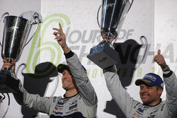 Podio GTE Pro: i vincitori Andy Priaulx, Ford Chip Ganassi Racing, Harry Tincknell, Ford Chip Ganassi Racing