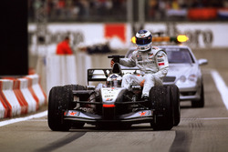 David Coulthard, McLaren MP4-16, mit Mika Häkkinen