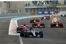 Lewis Hamilton, Mercedes AMG F1 W08, Sebastian Vettel, Ferrari SF70H, Daniel Ricciardo, Red Bull Racing RB13, Kimi Raikkonen, Ferrari SF70H y Daniel Ricciardo, Red Bull Racing RB13