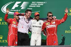 Segundo, Sebastian Vettel, Ferrari, James Allison, Mercedes AMG F1, ganador, Lewis Hamilton, Mercedes AMG F1 y Kimi Raikkonen, Ferrari celebran